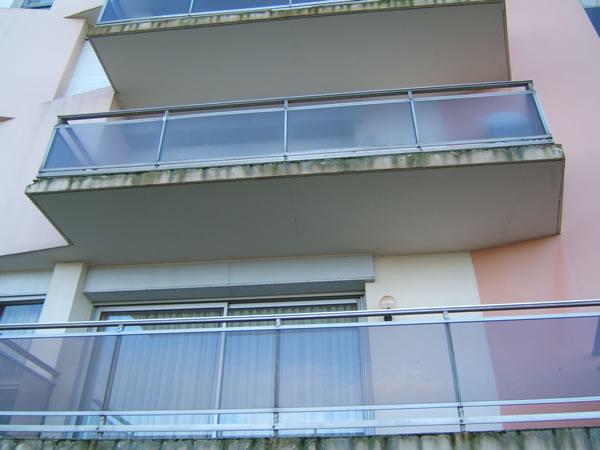 Garde corps aluminium calais ad menuiserie for Balustrade en verre exterieur