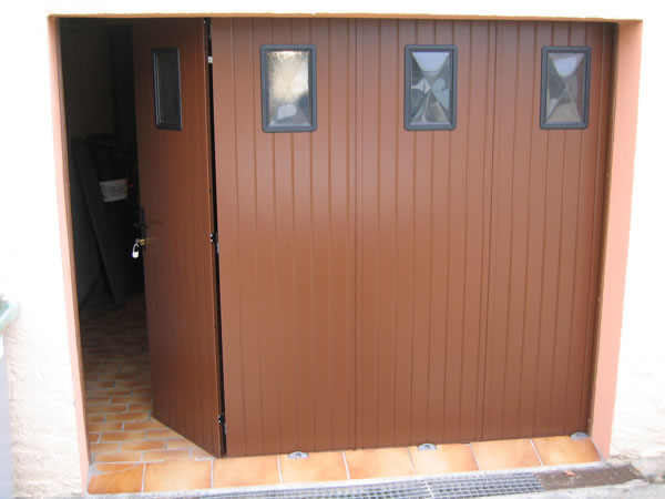 Porte de garage sur mesure ad menuiserie porte de for Porte garage coulissante bois sur mesure